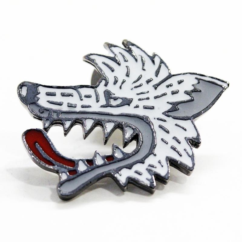 BRU NA BOINNE オオカミピンバッチ阿(ホワイト)