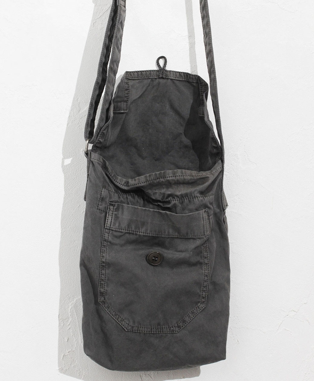 hobo COTTON TWILL CHARCOAL DYED SHOULDER BAG