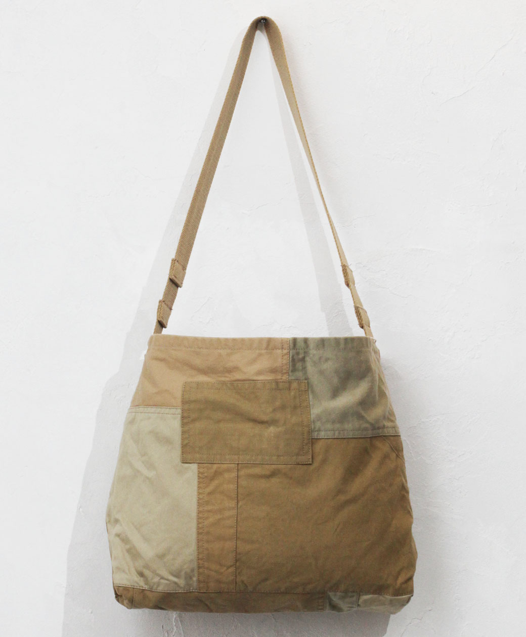 hobo DELIVERY BAG UPCYCLED FRENCH ARMY CLOTH(BEIGE)