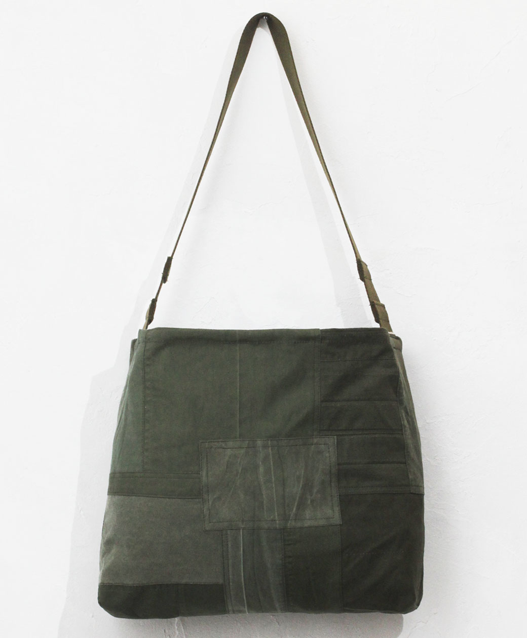 hobo DELIVERY BAG UPCYCLED US ARMY CLOTH(OLIVE)